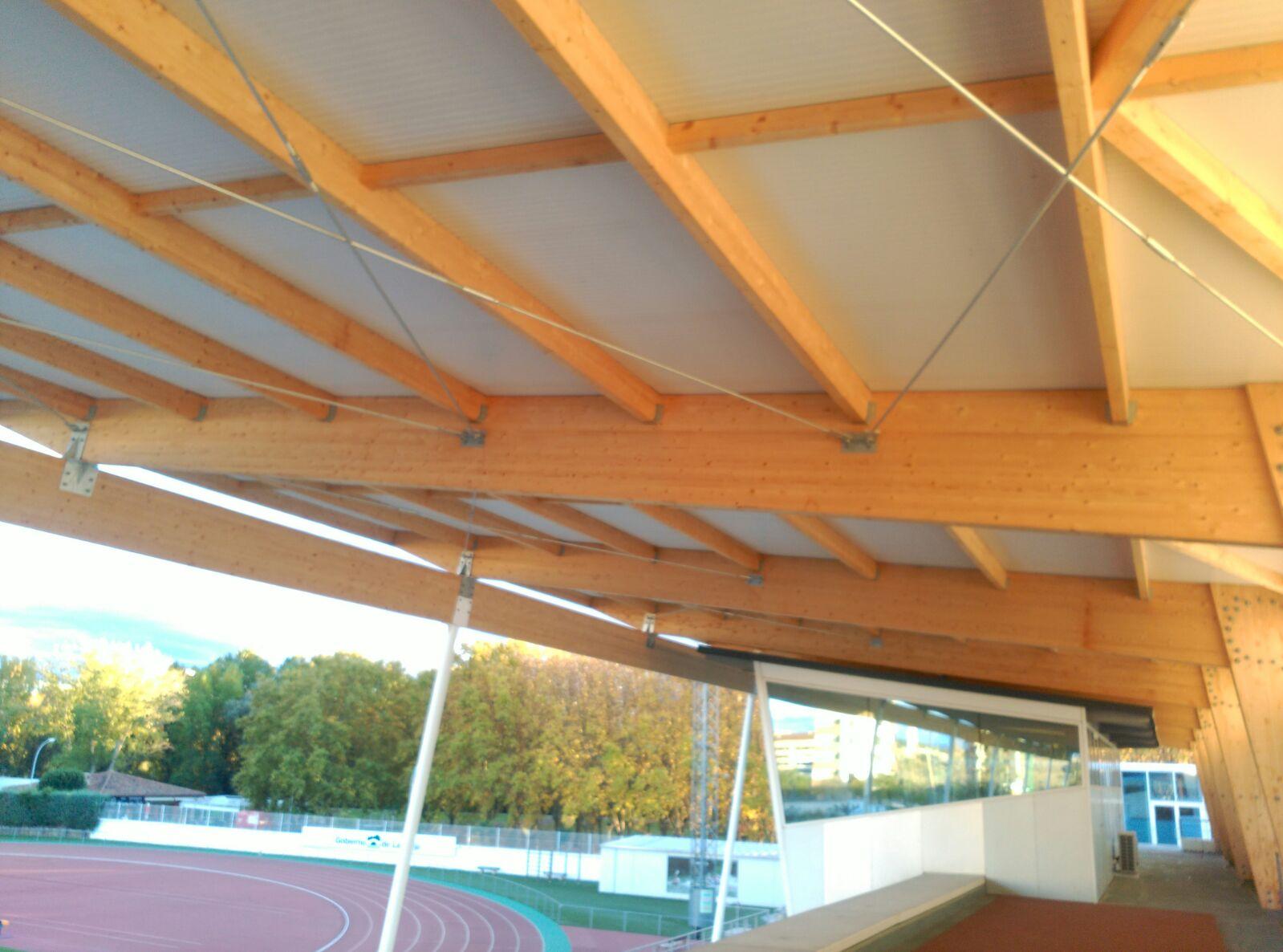 Cubiertas de madera cuberlam logro o calle mar a de la for Tejados de madera barcelona